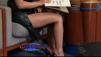OLIVIA MUNN - *thigh show spectacular* - letterman - Dec 10, 2014 qx8Uz9qF_t