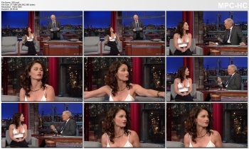 ROBIN TUNNEY *open top cleavage* Letterman  - feb 4, 2015
