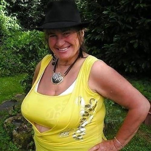 Hot mature busty women