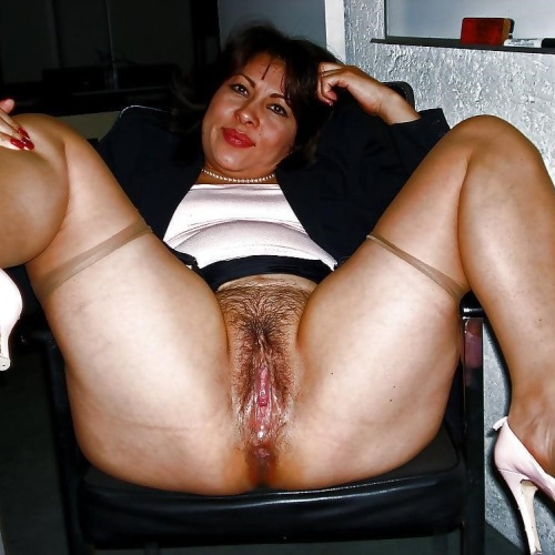 Latina milf blowjob pics