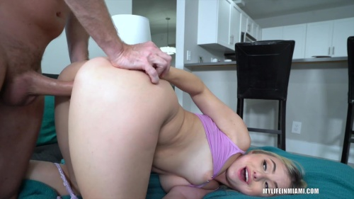 Aria Banks Young Blonde And Slutty (MyLifeInMiami 2020/03 1080p)