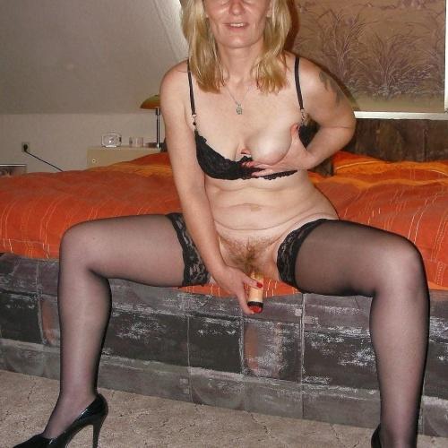 Amateur nylon wife