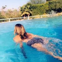 Carmen Electra swims in the pool 27/7/2020
