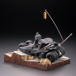 Batman : Batmobile Tumbler in Gotham City figure - Legacy of Revoltech (Revoltech) 2EyY8DIo_t