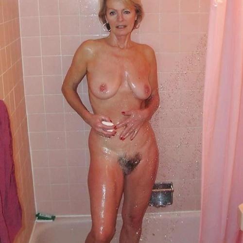 Gorgeous naked redhead