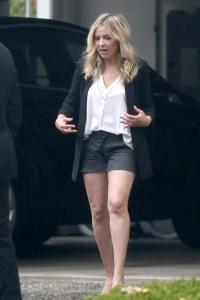 Sarah Michelle Gellar - In Shorts Dealing With A Rainy Day In LA (5/11/18)