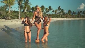 Christie Brinkley - Bikini With Her Daughters   Swimsuit (2018)   1080p W4Tpkciq_t