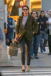 Katie Holmes - Out shopping in NYC 10/12/2018 8vlnRpYT_t