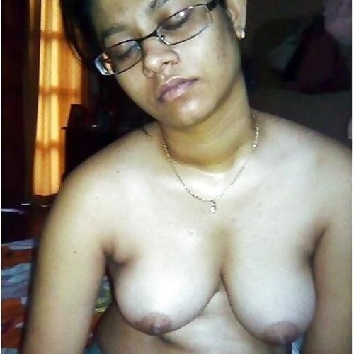 Item aunty nude