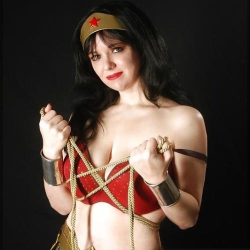 Wonder woman man cosplay