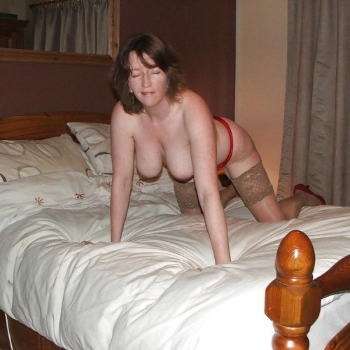 Nude mature bed