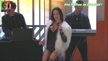 Ana Malhoa sensual a cantar
