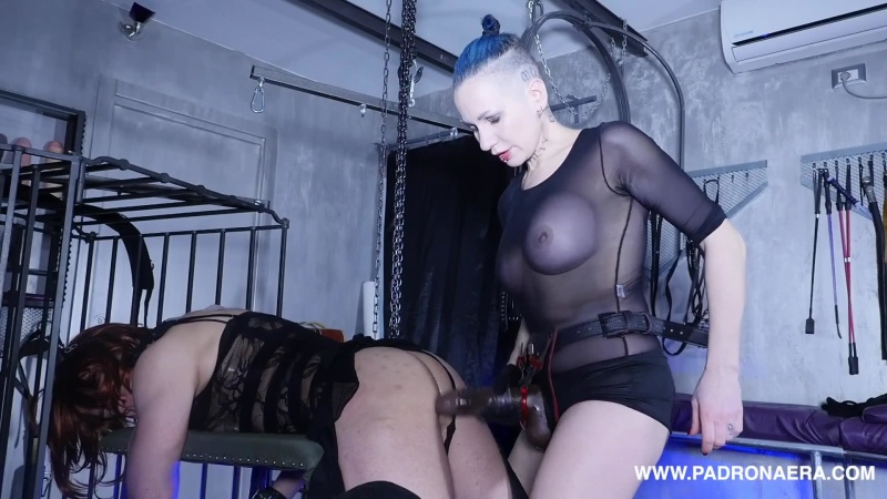 Clips4Sale – Padrona Era – The Red Bitch On The Green Bench FUCKED