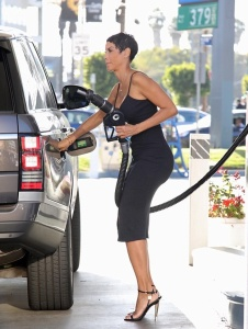 Nicole Murphy - Stops For A Fill-up In LA (11/8/17)